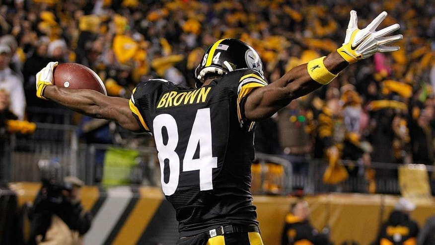 PITTSBURGH, PA - DECEMBER 6: Antonio Brown #84 of the Pittsburgh Steelers celebrates a touchdown in the second quarter of the game against the Indianapolis Colts at Heinz Field on December 6, 2015 in Pittsburgh, Pennsylvania. (Photo by Justin Aller/Getty Images)
