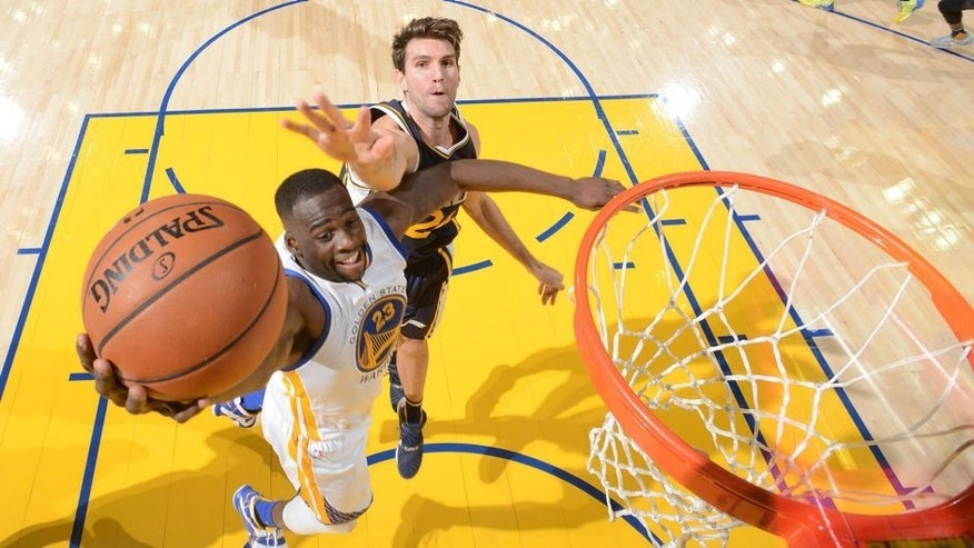 OAKLAND, CA - DECEMBER 23: Draymond Green #23 of the Golden State Warriors shoots the ball against the Utah Jazz on December 13, 2015 at ORACLE Arena in Oakland, California. NOTE TO USER: User expressly acknowledges and agrees that, by downloading and or using this photograph, user is consenting to the terms and conditions of Getty Images License Agreement. Mandatory Copyright Notice: Copyright 2015 NBAE (Photo by Noah Graham/NBAE via Getty Images)