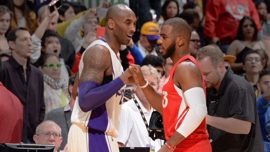 <p>LOS ANGELES,CA - DECEMBER 25: Chris Paul #3 of the Los Angeles Clippers shakes hands with Kobe Bryant #24 of the Los Angeles Lakers on December 25, 2015 at the Staples Center in Los Angeles, California.NOTE TO USER: User expressly acknowledges and agrees that, by downloading and or using this Photograph, user is consenting to the terms and conditions of the Getty Images License Agreement. Mandatory Copyright Notice: Copyright 2015 NBAE (Photo by Andrew D. Bernstein/NBAE via Getty Images)</p>