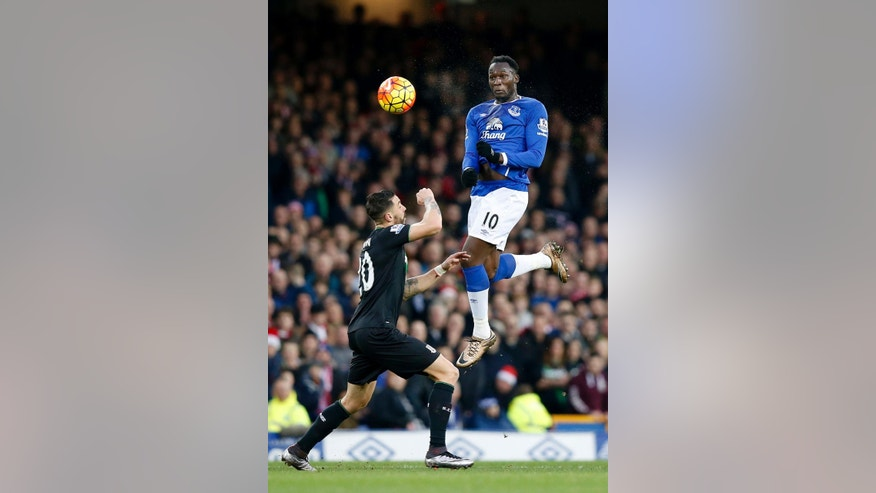 Everton's Romelu Lukaku, right, rises above Stoke City's Geoff Cameron to head the ball,  during the English Premier League match between Everton and Stoke City, at Goodison Park, in  Liverpool, England, Monday Dec. 28, 2015.  (Peter Byrne/PA via AP) UNITED KINGDOM OUT