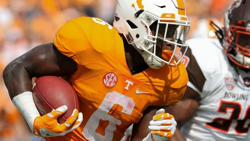 Sep 5, 2015; Nashville, TN, USA; Tennessee Volunteers running back Alvin Kamara (6) runs the ball against the Bowling Green Falcons during the first quarter at Nissan Stadium. Mandatory Credit: Randy Sartin-USA TODAY Sports