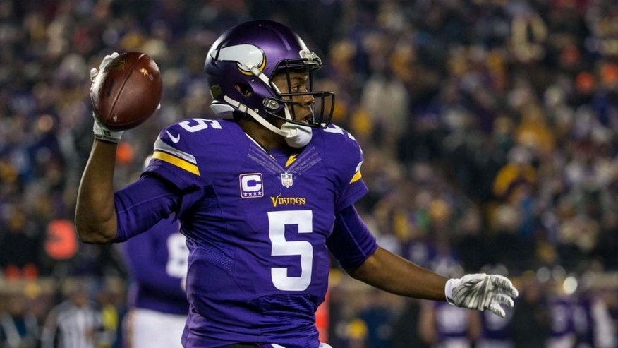 Minnesota Vikings quarterback Teddy Bridgewater throws during the first half against the New York Giants at TCF Bank Stadium in Minneapolis on Sunday, Dec. 27, 2015.