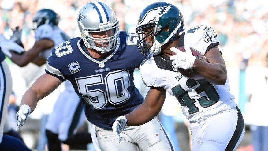 Sep 20, 2015; Philadelphia, PA, USA; Dallas Cowboys outside linebacker Sean Lee (50) closes in to make a tackle on Philadelphia Eagles running back Darren Sproles (43) during the first quarter at Lincoln Financial Field. Mandatory Credit: Eric Hartline-USA TODAY Sports