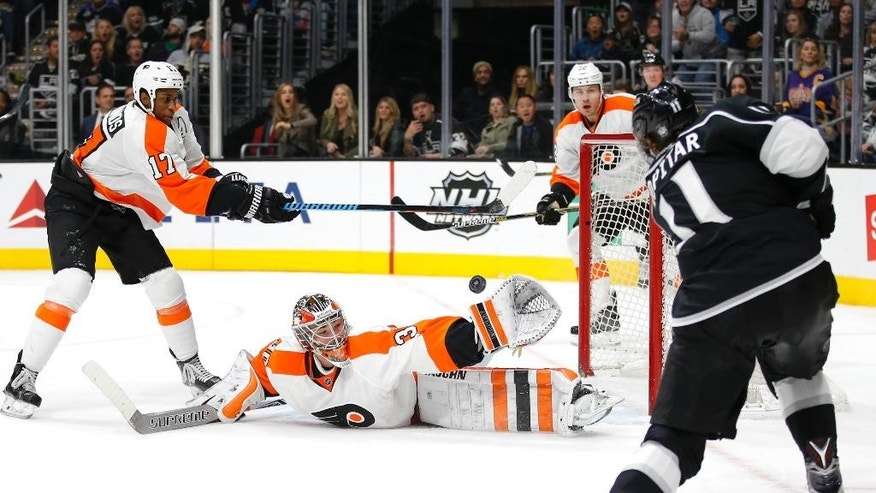 Philadelphia Flyers goalie Michal Neuvirth, of the Czech Republic, center, stops a shot by Los Angeles Kings' Anze Kopitar, right, of Slovenia, during the second period of an NHL hockey game, Saturday, Jan. 2, 2016, in Los Angeles. At left is Flyers' Wayne Simmonds. (AP Photo/Jae C. Hong)