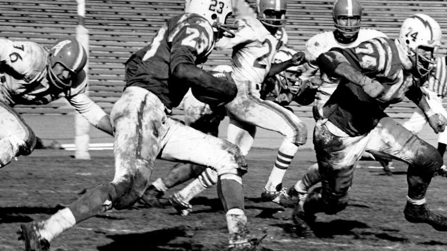 Half back Paul Lowe and offensive tackle Ron Mix of the Los Angeles Chargers run upfield in a 21 to 24 win over the Houston Oilers on November 13, 1960 at Los Angeles Memorial Colesium in Los Angeles, California. (Photo by Vic Stein/Getty Images) *** Local Caption ***