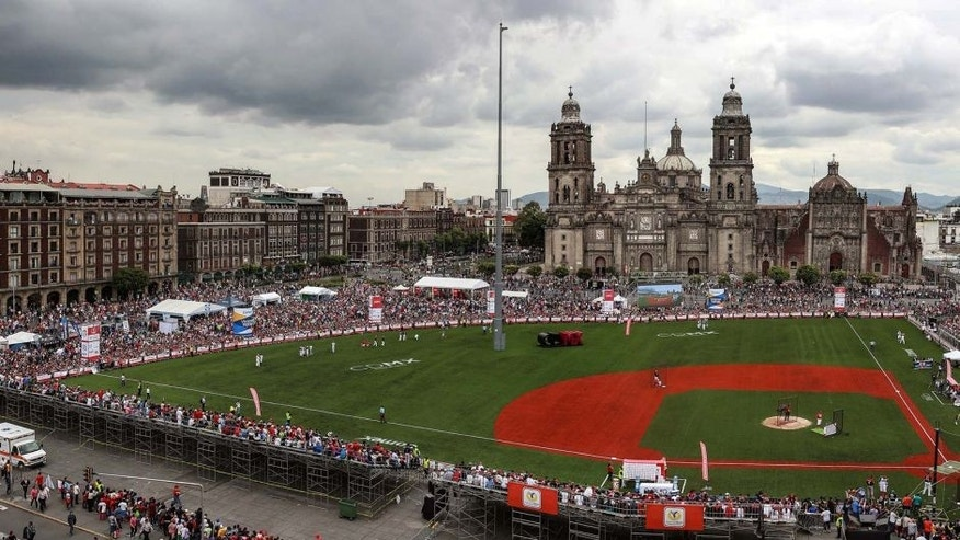 MEXICO CITY, MEXICO - JUNE 14: General view of the Zocalo during the Home Run Derby as part of Mexican Baseball League 90th anniversary celebration at Main Square on June 14, 2015 in Mexico City, Mexico. (Photo by Manuel Velasquez/LatinContent/Getty Images)