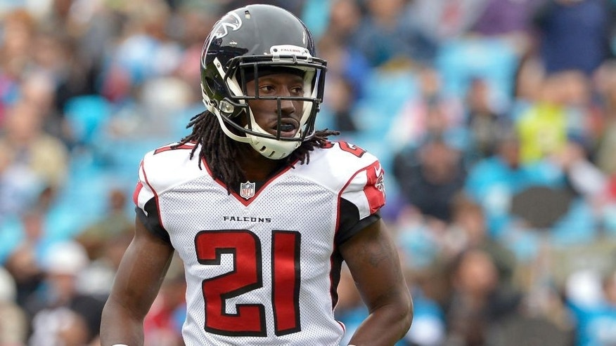 CHARLOTTE, NC - NOVEMBER 16: Desmond Trufant #21 of the Atlanta Falcons against the Carolina Panthers during their game at Bank of America Stadium on November 16, 2014 in Charlotte, North Carolina. Atlanta won 19-17. (Photo by Grant Halverson/Getty Images)