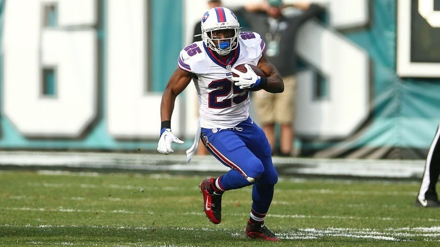 PHILADELPHIA, PA - DECEMBER 13: LeSean McCoy #25 of the Buffalo Bills runs with the ball during the game against the Philadelphia Eagles at Lincoln Financial Field on December 13, 2015 in Philadelphia Pennsylvania. The Eagles defeated the Bills 23-20. (Photo by Rob Leiter via Getty Images)