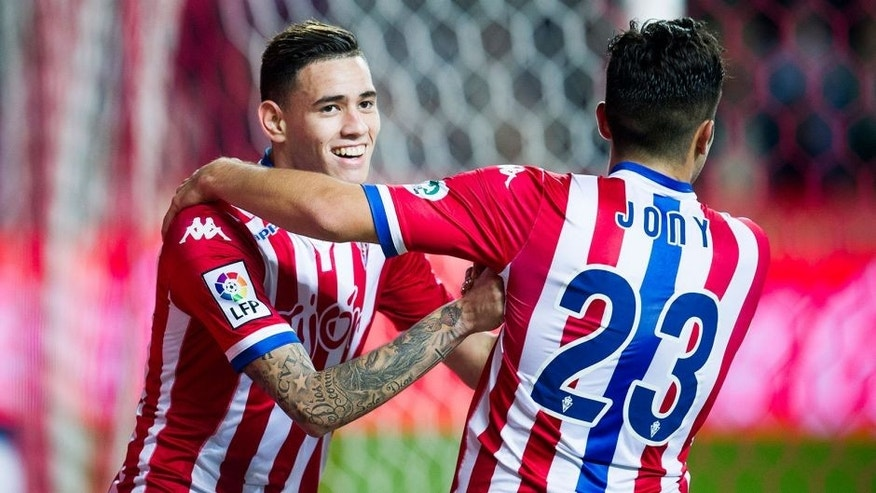 GIJON, SPAIN - JANUARY 22: Arnaldo Sanabria of Real Sporting de Gijon celebrates with his teammates Jony Rodriguez of Real Sporting de Gijon after scoring his team's fourth goal during the La Liga match between Real Sporting de Gijon and Real Sociedad de Futbol at Estadio El Molinon on January 22, 2016 in Gijon, Spain. (Photo by Juan Manuel Serrano Arce/Getty Images)
