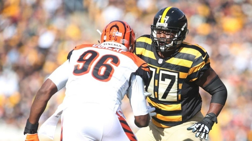 Nov 1, 2015; Pittsburgh, PA, USA; Pittsburgh Steelers tackle Marcus Gilbert (77) blocks at the line of scrimmage against Cincinnati Bengals defensive end Carlos Dunlap (96) at Heinz Field. The Bengals won 16-10. Mandatory Credit: Charles LeClaire-USA TODAY Sports
