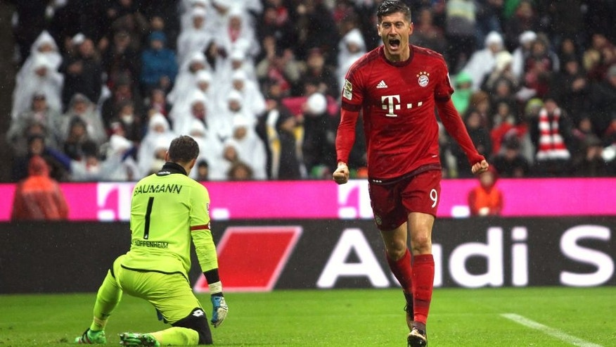 MUNICH, GERMANY - JANUARY 31: Robert Lewandowski (R) of Bayern Muenchen celebrates his first goal against goalkeeper Oliver Baumann of Hoffenheim during the Bundesliga match between FC Bayern Muenchen and 1899 Hoffenheim at Allianz Arena on January 31, 2016 in Munich, Germany. (Photo by A. Beier/Getty Images for FC Bayern)