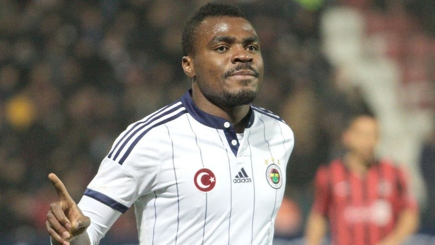 GAZIANTEP, TURKEY - FEBRUARY 14: Emmanuel Emenike of Fenerbahce celebrates after scoring a goal during Turkish Spor Toto Super League football match between Gaziantepspor vs Fenerbahce in Gaziantep, Turkey on February 14, 2015. (Photo by Orhan Cicek/Anadolu Agency/Getty Images)