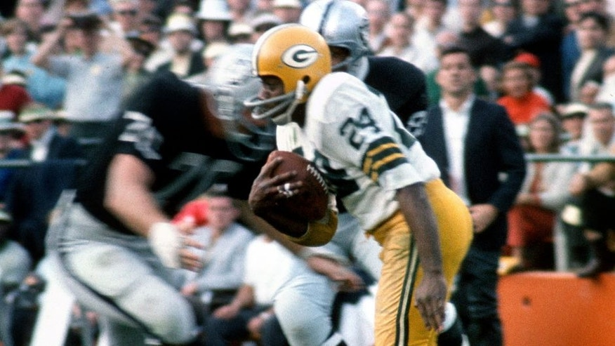 MIA MI, FL - January 14: Willie Wood #24 of the Green Bay Packers returns a punt against the Oakland Raiders during Super Bowl II January 14, 1968 at the Orange Bowl in Miami, Florida. The Packers won the game 33-14. (Photo by Focus on Sport/Getty Images) *** Local Caption *** Willie Wood