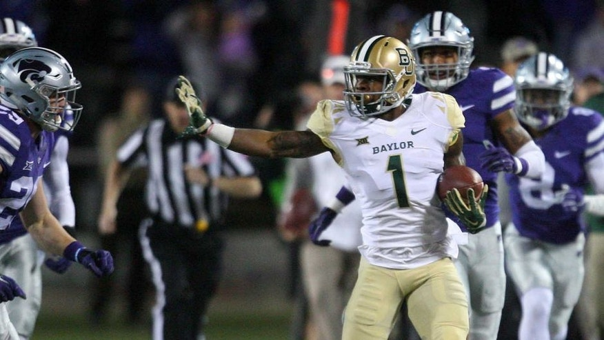 Baylor Bears return specialist Corey Coleman carries the ball against the Kansas State Wildcats on Nov. 5, 2015.