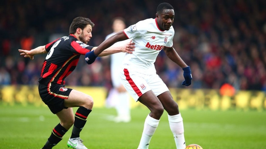 BOURNEMOUTH, ENGLAND - FEBRUARY 13: Giannelli Imbula of Stoke City controls the ball under pressure of Harry Arter of Bournemouth during the Barclays Premier League match between A.F.C. Bournemouth and Stoke City at Vitality Stadium on February 13, 2016 in Bournemouth, England. (Photo by Paul Gilham/Getty Images)