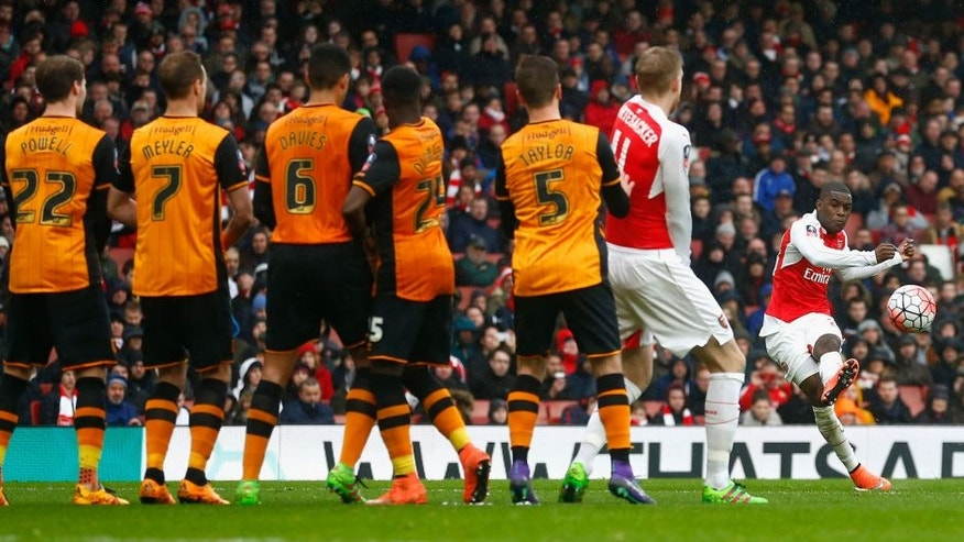 LONDON, ENGLAND - FEBRUARY 20: Joel Campbell of Arsenal takes a free kick saved by Eldin Jakupovic of Hull City during the Emirates FA Cup fifth round match between Arsenal and Hull City at the Emirates Stadium on February 20, 2016 in London, England. (Photo by Julian Finney/Getty Images)