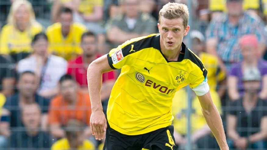 WUPPERTAL, GERMANY - AUGUST 01: Sven Bender of Borussia Dortmund during the pre-season friendly match between Borussia Dortmund and Betis Sevilla at Stadium AM ZOO on August 1, 2015 in Wuppertal, Germany. (Photo by Alexandre Simoes/Borussia Dortmund/Getty Images)