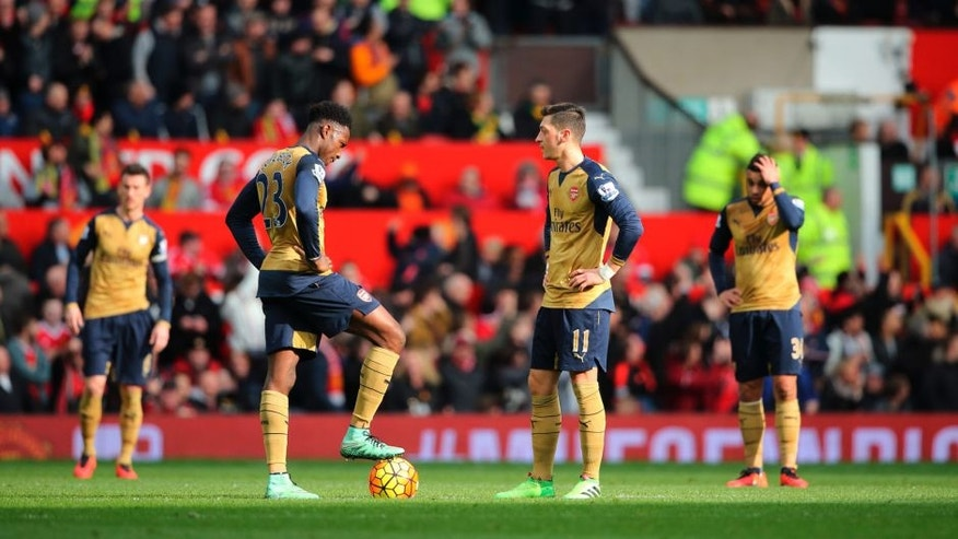 MANCHESTER, ENGLAND - FEBRUARY 28: Dejected Arsenal players during the Barclays Premier League match between Manchester United and Arsenal at Old Trafford on February 28, 2016 in Manchester, England. (Photo by Matthew Ashton - AMA/Getty Imags)