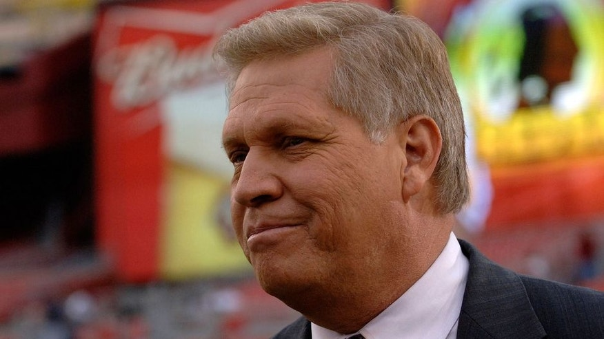 Sideline reporter Chris Mortensen on ESPN Monday Night Football September 11, 2006 in Washington. The Minnesota Vikings defeated the Redskins 19 - 16. (Photo by Al Messerschmidt/Getty Images)