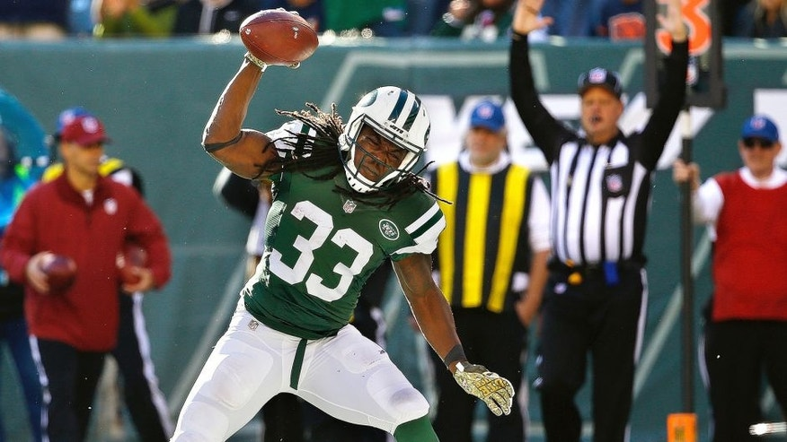 EAST RUTHERFORD, NJ - NOVEMBER 08: Chris Ivory #33 of the New York Jets spikes the ball after scoring a first quarter touchdown against the Jacksonville Jaguars at MetLife Stadium on November 8, 2015 in East Rutherford, New Jersey. (Photo by Al Bello/Getty Images)