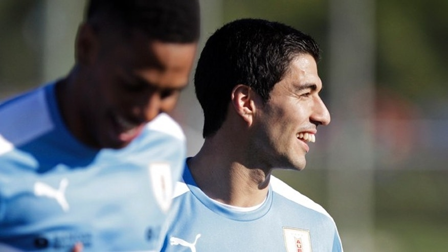 Uruguay's Luis Suarez trains with his team in Montevideo, Monday, March 21, 2016.