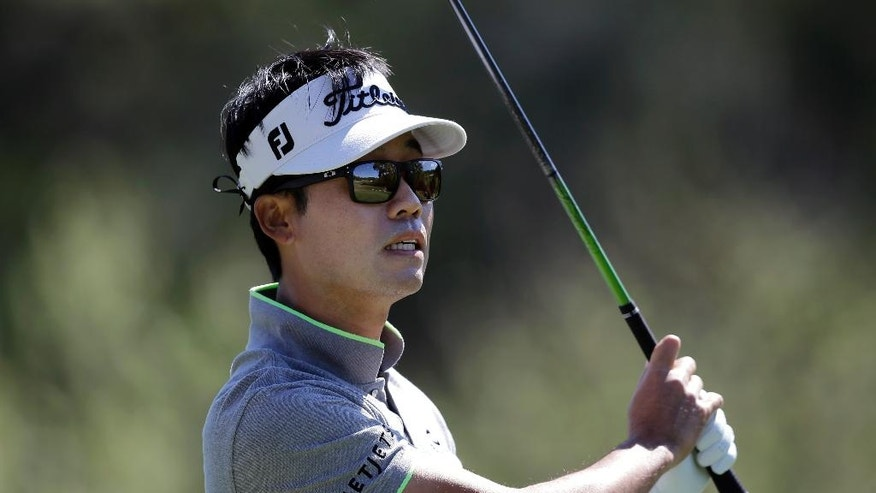 Kevin Na watches his tee shot on the third hole during round-robin play against Rory McIlroy at the Dell Match Play Championship golf tournament at Austin County Club, Friday, March 25, 2016, in Austin, Texas. (AP Photo/Eric Gay)