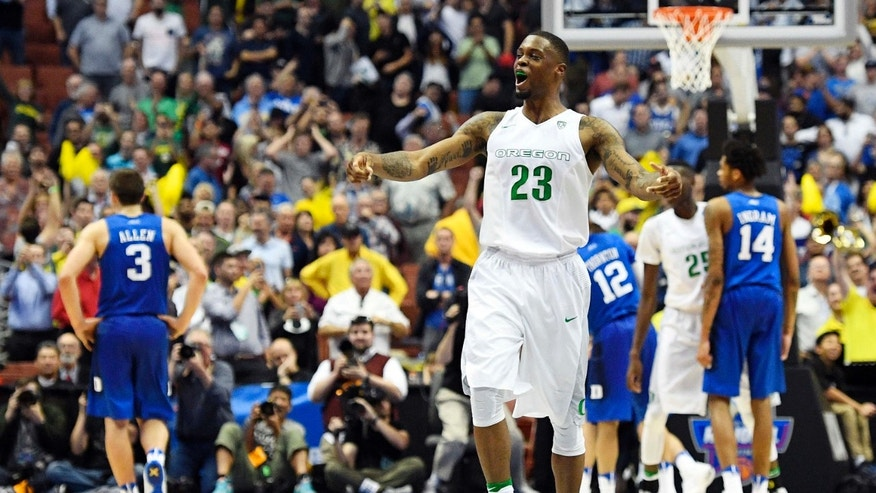 Oregon forward Elgin Cook celebrates after their win against Duke during an NCAA college basketball game in the regional semifinals of the NCAA Tournament, Thursday, March 24, 2016, in Anaheim, Calif.