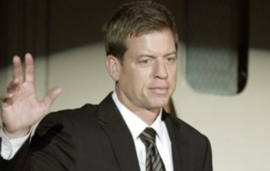 Pro Football Hall of Fame quarterback Troy Aikman waves during introductions at the 2010 College Football Hall of Fame awards dinner in New York, Tuesday, Dec. 7, 2010.  Aikman is a member of the 2008 College Football Hall of Fame class. He was quarterback at Oklahoma from 1984-85 and UCLA from 1987-88.  (AP)