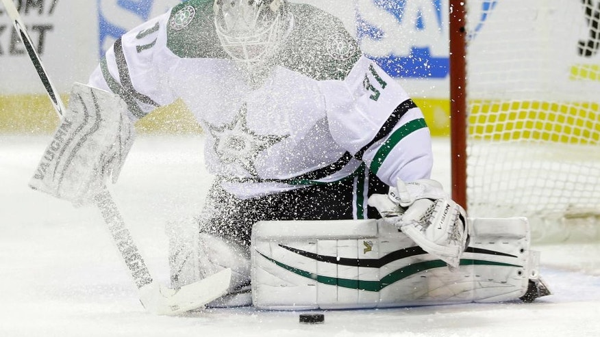 Dallas Stars goalie Antti Niemi stops a shot during the first period of an NHL hockey game against the San Jose Sharks, Saturday, March 26, 2016, in San Jose, Calif. (AP Photo/Marcio Jose Sanchez)