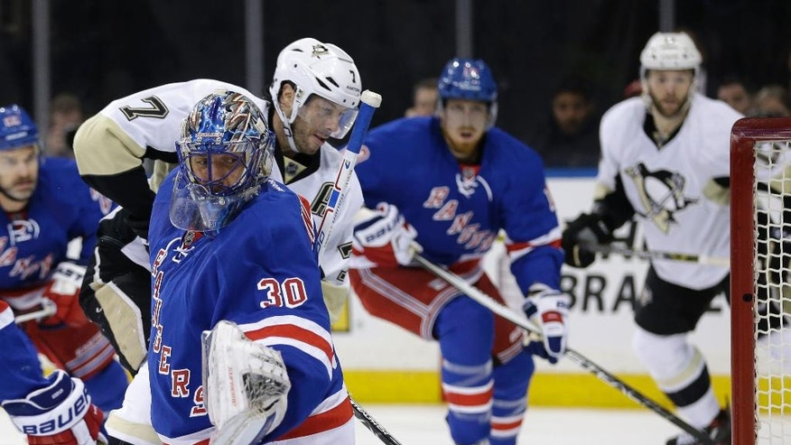 Pittsburgh Penguins' Matt Cullen (7), second from left, scores past New York Rangers goalie Henrik Lundqvist, left, during the first period of the NHL hockey game, Sunday, March 27, 2016, in New York. (AP Photo/Seth Wenig)