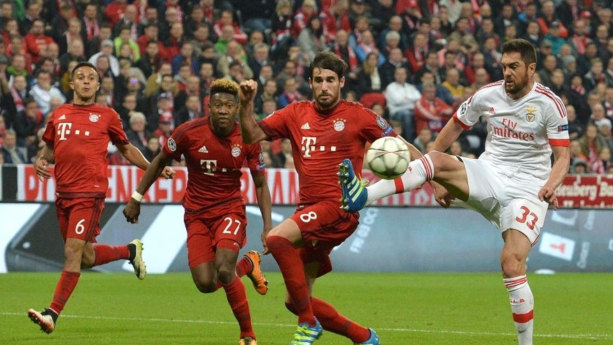 Benfica's Jardel, right, competes for the ball with Bayern's Javi Martinez, second right, during the Champions League quarterfinal first leg soccer match between FC Bayern Munich and Benfica Lisbon at the Allianz Arena in Munich, southern Germany, Tuesday, April 5, 2016. (AP Photo/Kerstin Joensson)