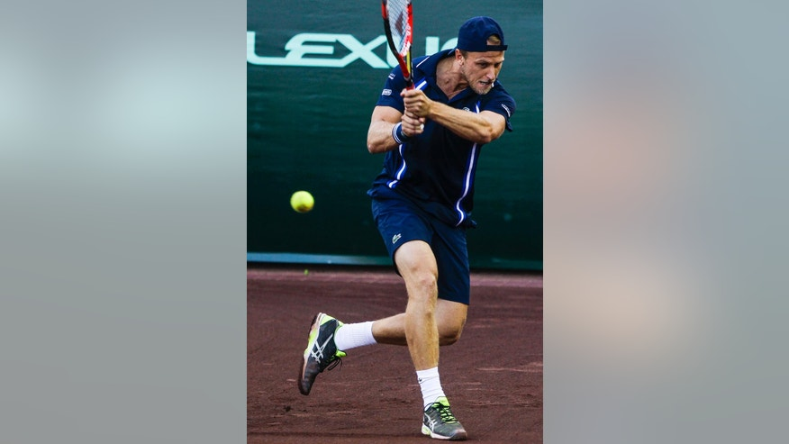 Denis Kudla, of the United States, returns a serve from John Isner, of the United States, at the U.S. men's clay court tennis championships Wednesday, April 6, 2016, in Houston. (Michael Ciaglo/Houston Chronicle via AP)
