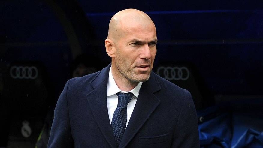 MADRID, SPAIN - MARCH 05: Manager Zinedine Zidane of Real Madrid takes his place on the bench before the La Liga match between Real Madrid CF and Celta Vigo at Estadio Santiago Bernabeu on March 5, 2016 in Madrid, Spain. (Photo by Denis Doyle/Getty Images)