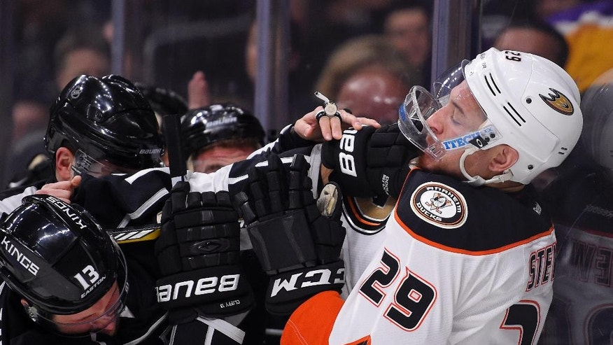 Los Angeles Kings left wing Kyle Clifford, left, and Anaheim Ducks right wing Chris Stewart scuffle during the first period of an NHL hockey game, Thursday, April 7, 2016, in Los Angeles. (AP Photo/Mark J. Terrill)