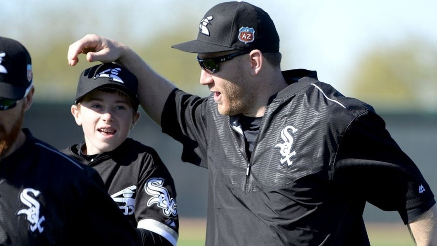 GLENDALE, ARIZONA - FEBRUARY 24: Todd Frazier #21 of the Chicago White Sox jokes around with Drake LaRoche, Adam LaRoche's son during spring training workouts on February 24, 2015 at Camelback Ranch in Glendale Arizona. (Photo by Ron Vesely/MLB Photos via Getty Images)