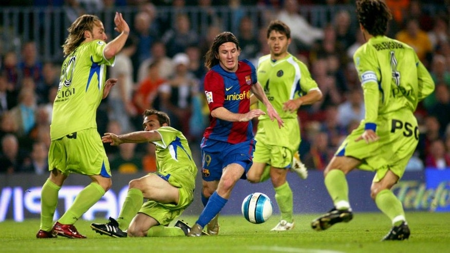 BARCELONA, SPAIN - APRIL 18: Leo Messi's first goal during the match between FC Barcelona and Getafe, of Copa del Rey, on April 18, 2007, played at the Camp Nou stadium in Barcelona, Spain. (Photo by Bagu Blanco/Getty Images).