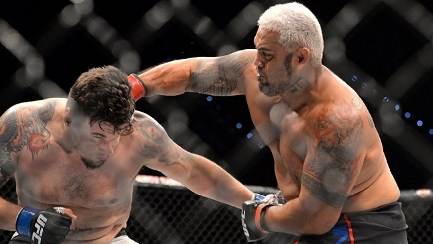 BRISBANE, AUSTRALIA - MARCH 20:  Mark Hunt delivers the knock out punch against Frank Mir during their UFC Heavyweight Bout at UFC Brisbane on March 20, 2016 in Brisbane, Australia.  (Photo by Bradley Kanaris/Getty Images)
