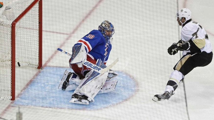 Pittsburgh Penguins' Matt Cullen, right, scores a goal on New York Rangers goalie Henrik Lundqvist, of Sweden, during the third period of Game 3 of a first-round NHL playoff hockey series Tuesday, April 19, 2016, in New York. The Penguins won 3-1. (AP Photo/Frank Franklin II)
