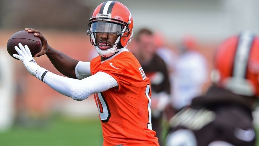 <p>Cleveland Browns' Robert Griffin III throws a pass during practice at the NFL football team's veteran minicamp, Tuesday, April 19, 2016, in Berea, Ohio. (AP Photo/David Dermer)</p>