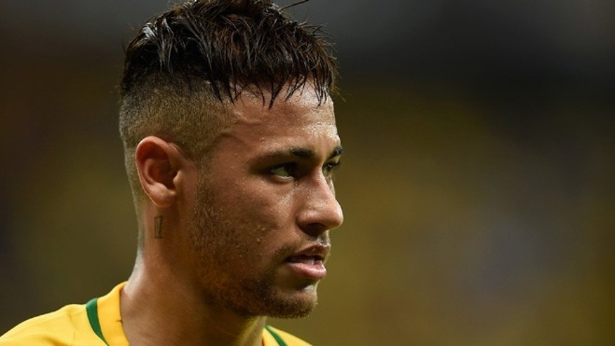 RECIFE, BRAZIL - MARCH 25:  Neymar of Brazil looks on  during a match between Brazil and Uruguay as part of 2018 FIFA World Cup Russia Qualifiers at Arena Pernanbuco on March 25, 2016 in Recife, Brazil.  (Photo by Buda Mendes/Getty Images)