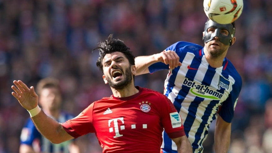 Hertha's Vedad Ibisevic, right, and Bayern's Serdar Tasci go for a header during the German Bundesliga soccer match between Hertha BSC and FC Bayern Munich at the Olympia stadium in Berlin, Germany, Saturday, April 23, 2016. (Annegret Hilse/dpa via AP)
