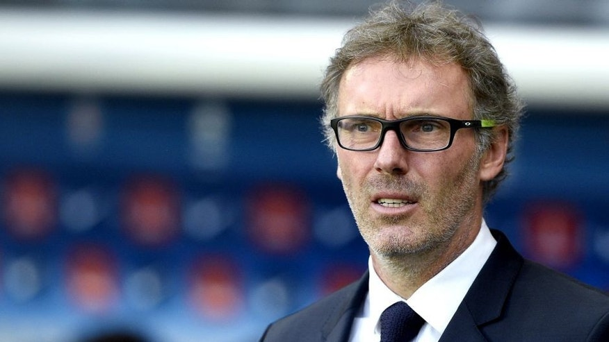 Paris Saint-Germain's French head coach Laurent Blanc attends the French L1 football match between Paris Saint-Germain (PSG) vs Toulouse on November 7, 2015 at the Parc des Princes stadium in Paris. AFP PHOTO / FRANCK FIFE (Photo credit should read FRANCK FIFE/AFP/Getty Images)