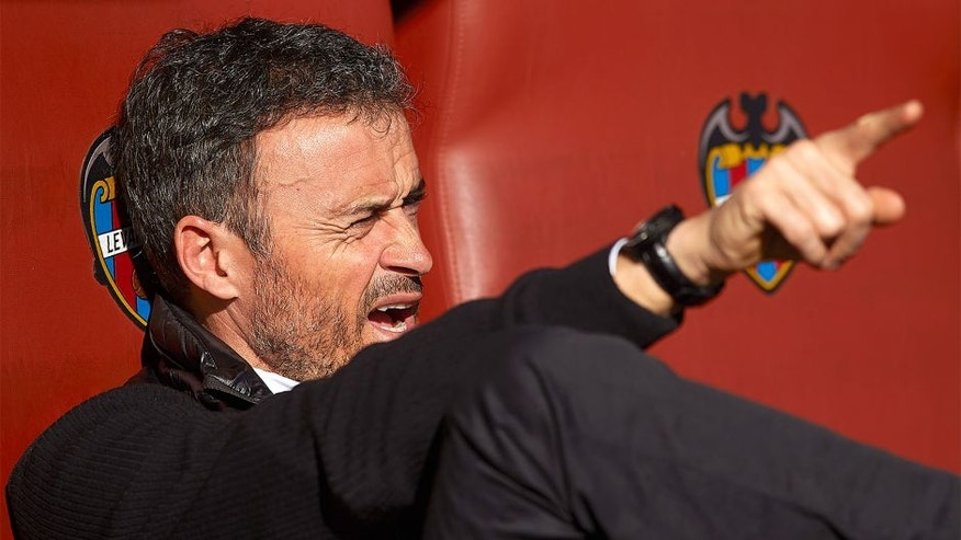 VALENCIA, SPAIN - FEBRUARY 07: FC Barcelona manager Luis Enrique reacts prior to the La Liga match between Levante UD and FC Barcelona at Ciutat de Valencia on February 07, 2016 in Valencia, Spain. (Photo by Manuel Queimadelos Alonso/Getty Images)