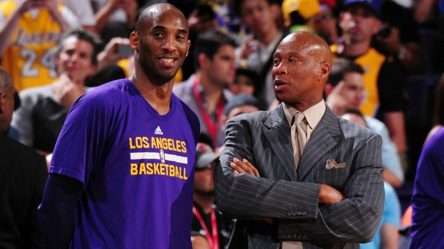 PHOENIX, AZ - MARCH 23: Kobe Bryant #24 and Byron Scott of the Los Angeles Lakers is seen during the game against the Phoenix Suns on March 23, 2016 at U.S. Airways Center in Phoenix, Arizona. NOTE TO USER: User expressly acknowledges and agrees that, by downloading and or using this photograph, user is consenting to the terms and conditions of the Getty Images License Agreement. Mandatory Copyright Notice: Copyright 2016 NBAE (Photo by Barry Gossage/NBAE via Getty Images)