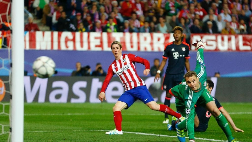 Atletico's Fernando Torres, left, shoots against the bar while Bayern's goalkeeper Manuel Neuer watches during the Champions League 1st leg semifinal soccer match between Atletico Madrid and Bayern Munich at the Vicente Calderon stadium in Madrid, Spain, Wednesday, April 27, 2016. (AP Photo/Francisco Seco)