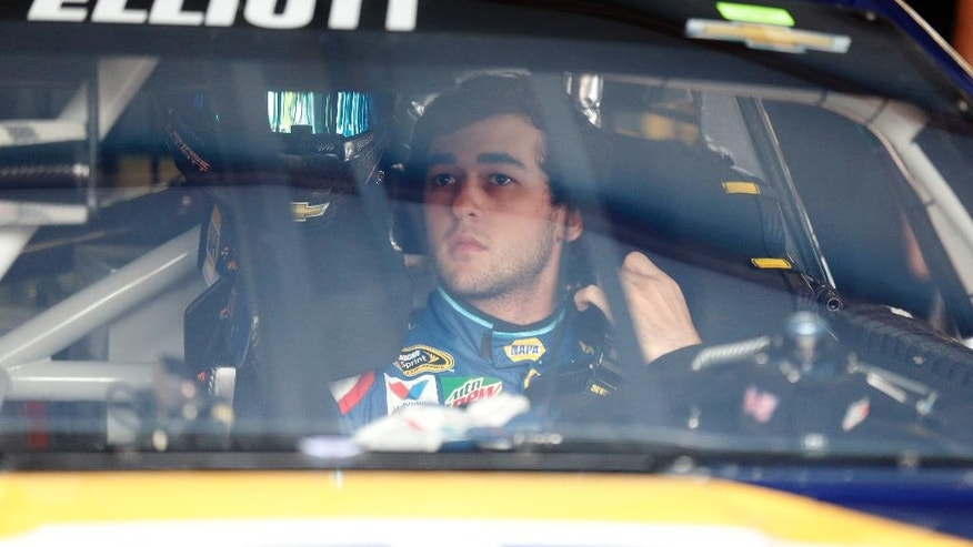 NASCAR driver Chase Elliott (24) adjusts his safety harness as he gets ready to practice for Sunday's NASCAR auto race at Talladega Superspeedway, Friday, April 29, 2016, in Talladega, Ala. (AP Photo/Brynn Anderson)