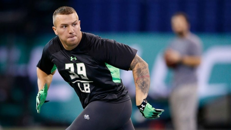 INDIANAPOLIS, IN - FEBRUARY 28: Linebacker Scooby Wright of Arizona in action during the 2016 NFL Scouting Combine at Lucas Oil Stadium on February 28, 2016 in Indianapolis, Indiana. (Photo by Joe Robbins/Getty Images)