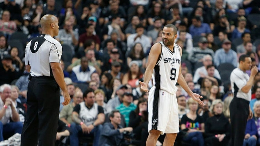 SAN ANTONIO,TX - FEBRUARY 1: Tony Parker #9 of the San Antonio Spurs gestures official Marc Davis in game against Orlando Magic at AT&T Center on February 1, 2016 in San Antonio, Texas. NOTE TO USER: User expressly acknowledges and agrees that , by downloading and or using this photograph, User is consenting to the terms and conditions of the Getty Images License Agreement. (Photo by Ronald Cortes/Getty Images)