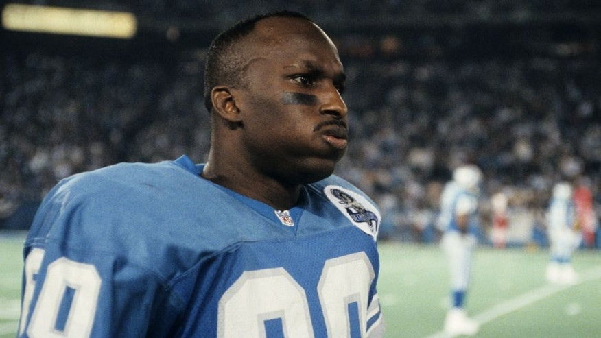 Detroit Lions wide receiver Brett Perriman (80) on the sidelines before the NFL Wildcard Playoff, a 28-24 loss to the Green Bay Packers on January 8, 1994, at the Pontiac Silverdome in Pontiac, Michigan. (Photo by Betsy Peabody Rowe/Getty Images) *** Local Caption ***