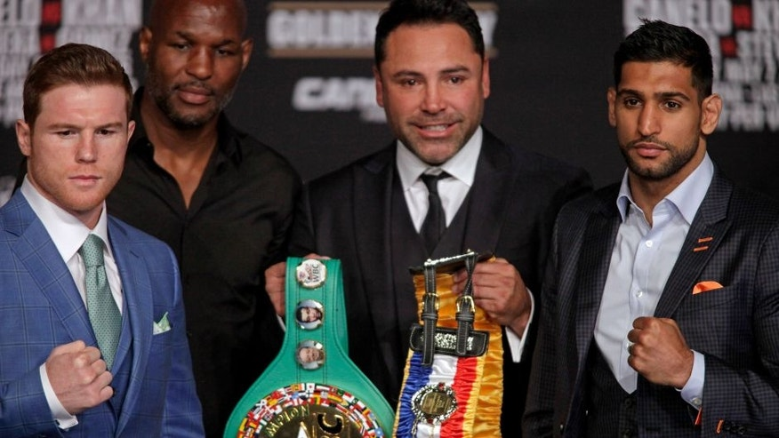 CORRECTION - Boxer Saul 'Canelo' Alvarez from Mexico (L), Bernard Hopkins, Oscar De La Hoya and England's Amir Khan (R) poses together with the WBC Middleweight belt during their final press conference at the MGM Grand in Las Vegas, Nevada on May 4, 2016 . The boxers will fight for the WBC Middleweight title on May 7, 2016 at the T-Mobile Arena in Las Vegas. / AFP / John Gurzinski / The erroneous mention[s] appearing in the metadata of this photo by John Gurzinski has been modified in AFP systems in the following manner: [Middleweight] instead of [Welterweight]. Please immediately remove the erroneous mention[s] from all your online services and delete it (them) from your servers. If you have been authorized by AFP to distribute it (them) to third parties, please ensure that the same actions are carried out by them. Failure to promptly comply with these instructions will entail liability on your part for any continued or post notification usage. Therefore we thank you very much for all your attention and prompt action. We are sorry for the inconvenience this notification may cause and remain at your disposal for any further information you may require. (Photo credit should read JOHN GURZINSKI/AFP/Getty Images)